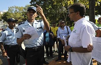 Venezuela'nın Guaido'sundan asker ziyareti
