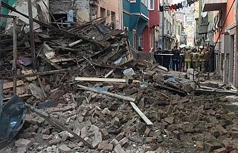 Balat'ta bir bina çöktü