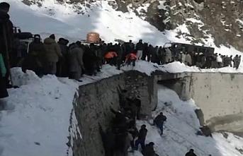 Cammu Keşmir'de çığ: 1 ölü, 11 kayıp