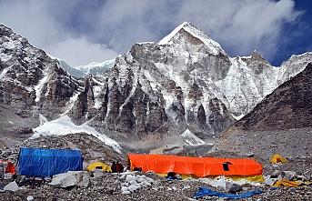 Everest dağı turistlerden korunmaya alındı