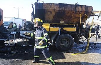 Irak'ta asfalt yüklü kamyon alev aldı, yaralılar var