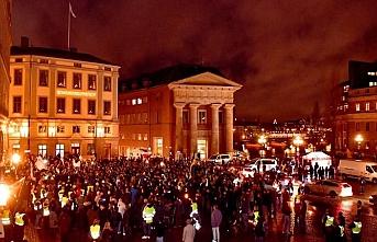 İsveç'te ''sarı yelekliler'' sokağa çıktı