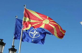 Makedonya'da NATO bayrağı göndere çekildi