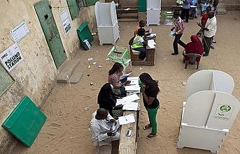 Nijerya devlet başkanlığı seçimleri ertelendi