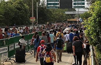 Venezuela'da Simon Bolivar Köprüsü'nde arbede