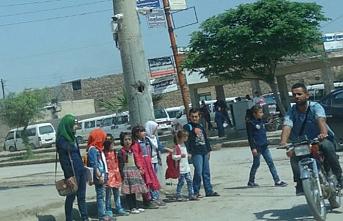 """YPG/PKK'dan Münbiç'teki okullara """"üniforma"""" dayatması"""