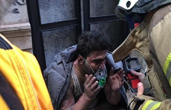 Beyoğlu'nda yangın: Ölü ve yaralılar var