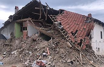 Denizli'de deprem, 2 katlı ev çöktü