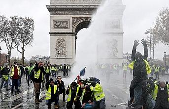 Fransa'da 'vur emri' alan askerler sokağa indi