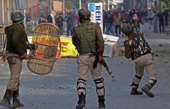 Hindistan askerlerinin top atışları sonucu Keşmir'de bir sivil öldü
