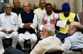 Hindistan'dan tartışmalı Cammu Keşmir kararı