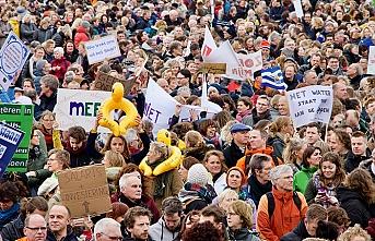 Hollanda'da binlerce öğretmenden grev kararı