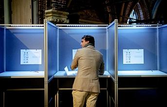 Hollanda'da eyalet seçimlerini aşırı sağcılar kazandı
