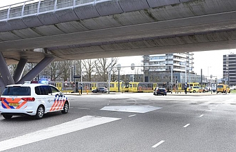 Hollanda'da tramvay durağındakilere silahlı saldırı
