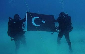 İsrail'in radar yerleştireceği Girit'te Türk askerinden denizaltı pozu