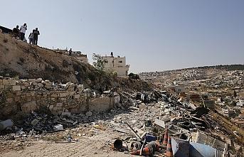 İsrail Kudüs'te bir Filistinliye evini kendi elleriyle yıktırdı