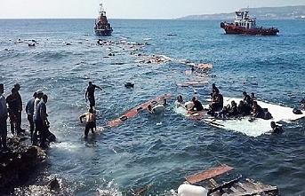 Midilli'ye ulaşamadan battılar, 4 ölü