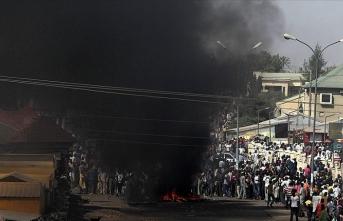 Nijerya'da akaryakıt tankeri pazar yerine daldı: 20 ölü