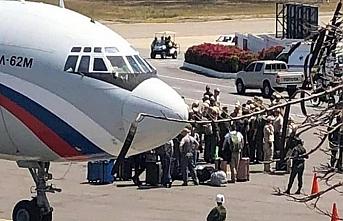 Rus askerler ilaçlarını alıp Venezuela'ya gitti
