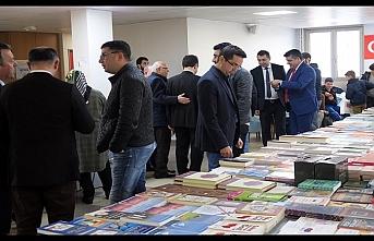 Diyanet İşleri Türk İslam Birliği'nden Paris'te  kitap fuarı