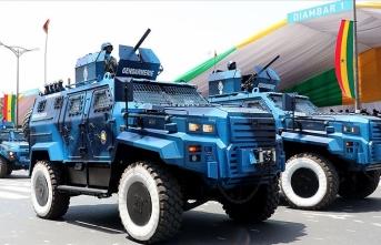 Ejder Yalçın zırhlısı Senegal'in bağımsızlık kutlamalarına damga vurdu