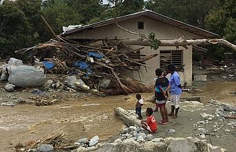 Endonezya'da sel ve toprak kayması: 12 ölü