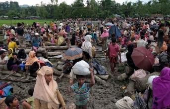 İİT Bangladeş'teki Arakanlı Müslümanlara yardım gönderdi