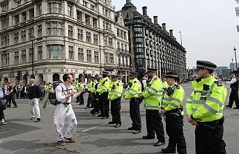 İngiltere'de çevreci eylemlerde gözaltı sayısı bini geçti