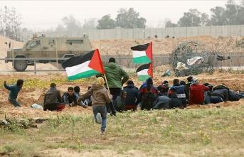 İsrail askerleri Gazze sınırında 45 Filistinliyi yaraladı