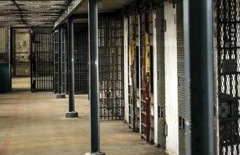 İsrail hapishanelerindeki Filistinli tutuklular açlık grevine başladı