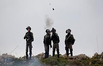 İsrail askerleri okula nedensiz gaz bombası attı