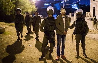 İsrail güçleri 10 Filistinliyi gözaltına aldı