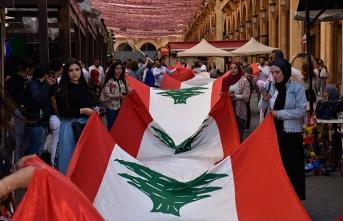 Lübnan bayrak asma rekorunu kırdı