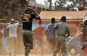 Nijerya'da askeri üniformalı silahlı kişiler rastgele ateş açtı