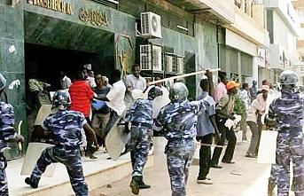Sudan'da muhalif gruplar, halka meydanlara inme çağrısı yaptı