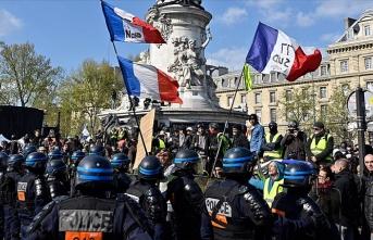 Paris'te polise 'ırkçı muamelelerde bulunma' talimatı verildiği iddiası