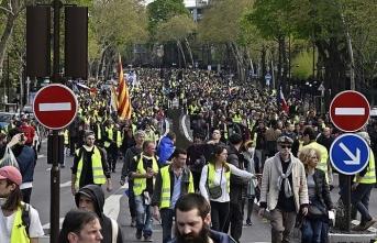 Sarı yeleklilerin gösterilerini takip eden gazeteci yargılanacak