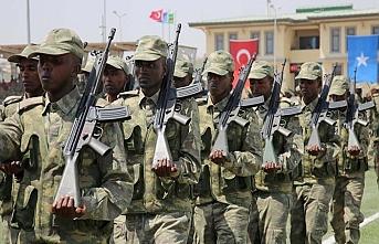 Somali'deki Türk Harp Okulu ilk mezunlarını verdi