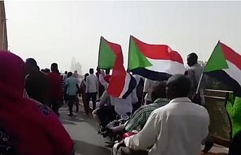 Sudan Askeri Geçiş Konseyi: Beşir'i Uluslararası Ceza Mahkemesi'ne teslim etmeyeceğiz