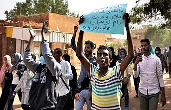 Sudanlılar devletin başına sivil hükümet istedi