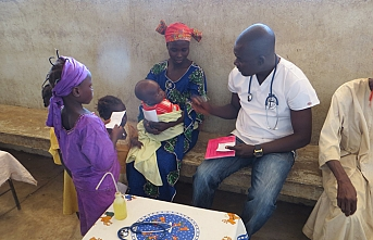 Yeryüzü Doktorları gönüllüleri sağlık taraması için Çad'da