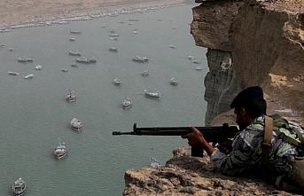 Zarif: Hürmüz Boğazı'nı kapatma kararı ordunun inisiyatifinde