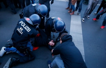 Almanya'daki 1 Mayıs gösterilerinde çok sayıda kişi gözaltına alındı
