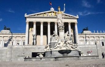 Avusturya'da geçici hükümet yemin ederek göreve başladı