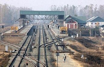 Cammu Keşmir'de gösteri ihtimaline karşı tren seferleri durduruldu