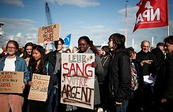 Fransızlar Suudi Arabistan'a silah sevkiyatını protesto etti
