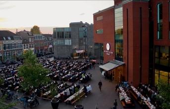 Hollanda'da 'Cami Meydanı'nda sokak iftarı