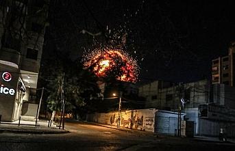 İsrail ordusu Gazze'de AA'nın ofisinin de bulunduğu binayı vurdu