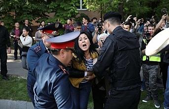 Kazakistan'da hükümet karşıtı gösteriler yapıldı, 80 gözaltı