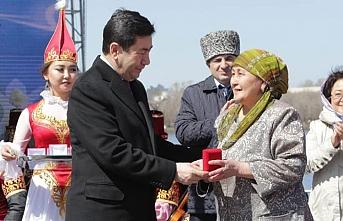 Kazakistan geniş ailelere daire vermeye başladı